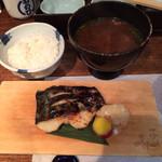 33423964 - 吟醸酒粕 漬魚焼(鰆)、炊きたて黄金源泉米、根菜たっぷり味噌汁