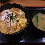 松乃家 - ロースかつ丼(みそ汁付)590円