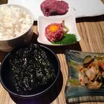 大阪屋 - 〆の麦ご飯大。韓国海苔。キムチ。