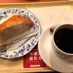 ドトールコーヒーショップ - ブレンド珈琲とミルクレープ