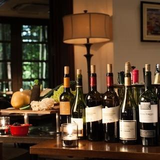 ソムリエがワイナリーを訪れて選んだ自社直輸入のワインもご用意