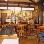 カフェレストラン マヤ - 店内窓側 カウンターもあります