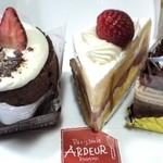 アルドゥール - 左から(季節のケーキ・ショートケーキ・ガトーショコラ)♪