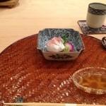33433107 - ★7.5愛媛の鯛のお刺身 と だし醤油