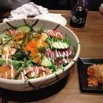 深川ふぁみりー酒場 なんでや - 海鮮サラダとキムチ