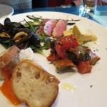 33435489 - 前菜5種類盛合せ(塩鱈のリエット、カポナータ、さつま芋のスポルマート、鴨のスモーク、ムール貝の白ワイン蒸し) (2014/12)