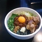 てっぺん - 料理写真:台湾まぜそば角切りチャーシー添え
