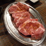 小樽ジンギスカン倶楽部 北とうがらし - 生ラムステーキ。これが目当て。美味しそうでしょう。