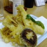 四ツ木製麺所 - 秋野菜天ぷら