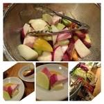 robatahyoutan - お通しは前回とおなじく大きめにカットした野菜。自家製味噌で頂きます。