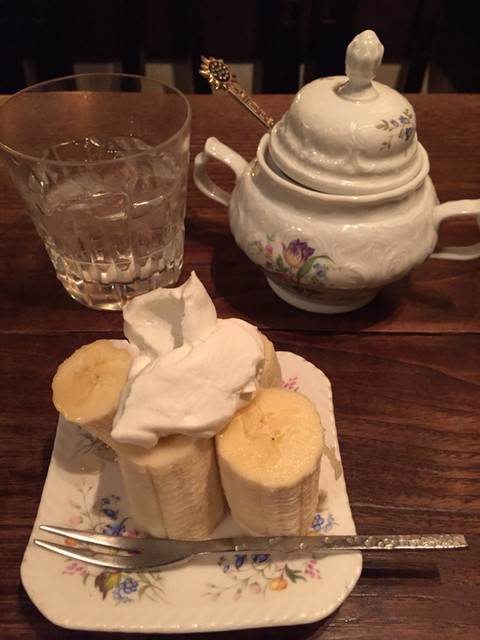 カフェ・デ・プリマベーラ - サービスのバナナ