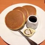 デニーズ - プレーンパンケーキ〜♪  397円の割には良く出来てて、生地の表面はサクサク、中はしっとり♪