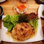 ラハン - ランチ。豆腐ハンバーグきのこあんかけ。お味噌汁、大根の煮物、ごはん、お漬物と。