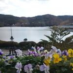 レイクサイドガーデン&カフェ - 窓際席からの風景 Lake Side Garden&Cafe  2014年12月