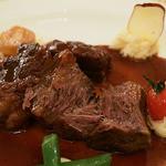 マゼランズ - 牛頬肉の赤ワイン煮込み