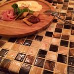Cafe+Dining Gotcha - タイルがカワイイ