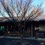 山居 - 大きなもみじの木