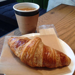 MONZ CAFE - クロワッサン 190円とロングブラック 450円