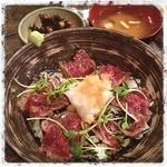 丸太小屋レストラン  びんずる - さくら丼 ¥1200 脂身の少ない馬肉のどんぶり~