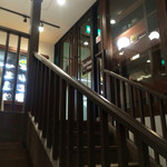 サロン・ド・テ ロザージュ - 階段を降ります