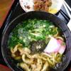 峰 - 料理写真:かけうどん420円・おでんスジ140円
