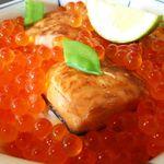 33460112 - 鮭の親子丼。
