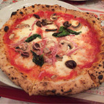 33462493 - カズリチョーザ(1343円税別)基本を抑えた美味しいピザ。