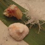 33466371 - 真鱈の昆布締め 根セロリを巻いて                       聖護院蕪の剣 白子の泡 鱈子パウダー