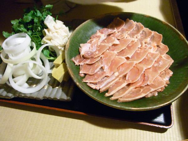 韻松亭 - 鳥すき焼きのクレソン、湯葉、タマネギのセンスが好き。