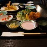 きし本 - 料理写真:私はカキフライ定食、お袋は天婦羅定職をいただきました