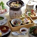 日本料理 瀬戸内 - ビジネスはもちろん、個人のお集まりにも最適な飲み放題付きプランもご用意しております。旬の食材を盛り込んだ会席とともにお楽しみください。