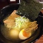麺食い 慎太郎 - 今日のランチは冬限定の「鰹の芳醇豚骨醤油ラーメン」♡