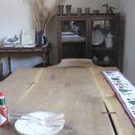 インカルシ - 大きいですが4人掛けのテーブルです