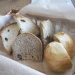インカルシ - 自家製パンの盛り合わせ(350円)