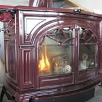 インカルシ - 薪ストーブが燃えています