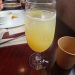 農園カフェ ラビット - 100%りんごジュース