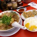 33477167 - 醤油ラーメン 702円 脂少なめ + 餃子定食  248円