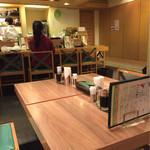 麺Dining セロリの花 - ラーメン屋ぽくなく女性1人でも安心。店員さんも女性多し。