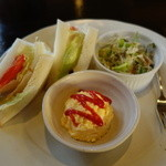33491146 - 2014.12 野菜サンドに玉子サラダ(ゆで玉子、あんこ、ジャム、フルーツの選択です)、コールスローサラダ