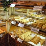 33494268 - 店内1 人気ナンバーワンのPopに釣られてカレーパン購入。