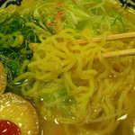 味噌乃家 - 麺は中太の縮れ麺