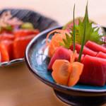 店主が厳選する旬のプリプリ鮮魚『本日のお刺身』