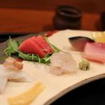 京料理 藤本 - お造りは5種類。剣先イカ、まぐろ、ひらめ、鯖(きずし)、ぶり。ヒラメの質には驚きました@@