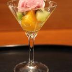 京料理 藤本 - デザートは5種類のなかから選べるんですよ。これはフルーツの赤ワインソルベのせ