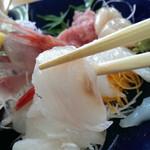 みなと食堂おはら - 石鯛の刺し身です。
