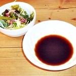 カウベル - ミニサラダと焼肉のタレ