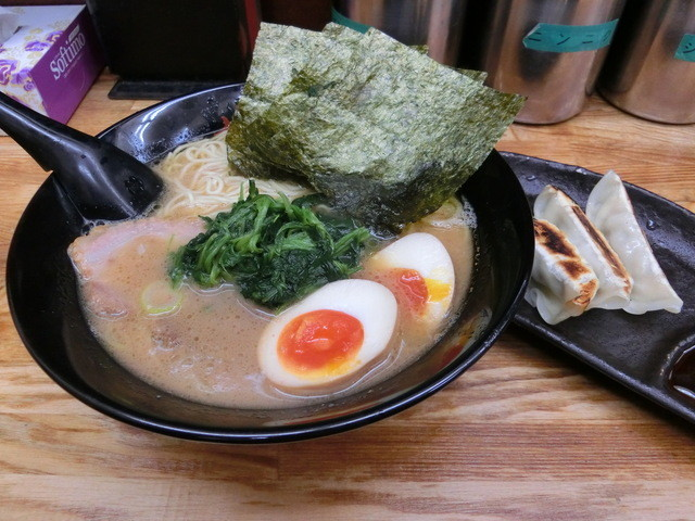 せい家 原宿店 - 味玉ラーメン550円&餃子90円