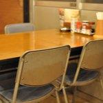 拉麺人生 - テーブル席