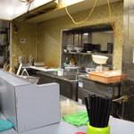 鶏とふじ - 厨房、これが最後のお勤め。