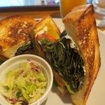 33514370 - 梅干しと新鮮野菜のサンドイッチ2